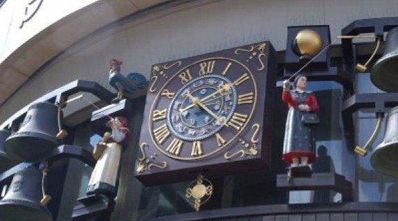 Glockenspiel Clock